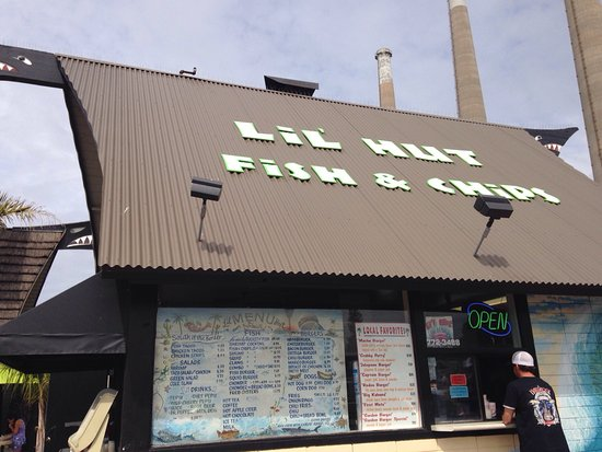 Lil Hut : Store front and right by restaurant