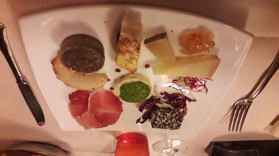 Monte San Savino, Italia: Stravaganze dello chef .. focaccia della casa...faraona alle mele Cotogne... patata forno rosmar