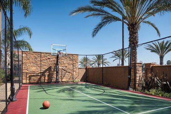 Tustin, แคลิฟอร์เนีย: Sport Court®