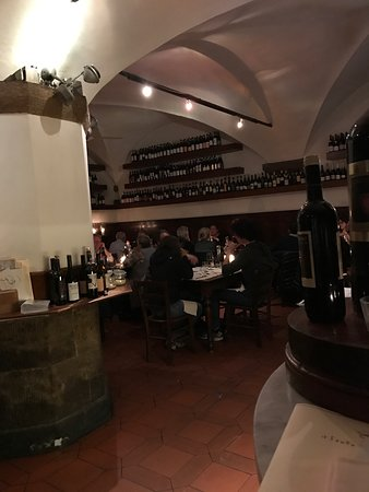 Il Santo Bevitore: Very good place for dinner in Near center  Good atmosphere good starters fresh prosciutto.Very g