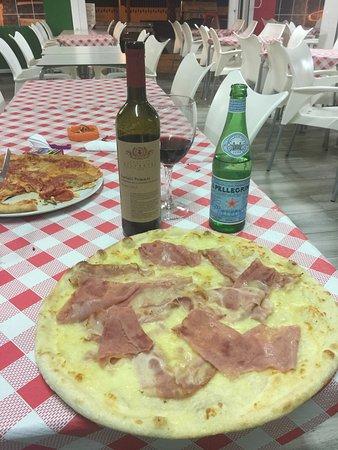 Pizza Pasta e Basta!: E ido a comer l auténtica pizza italiana. Una ensaladas de fábula trato exquisito pizza fabulosa