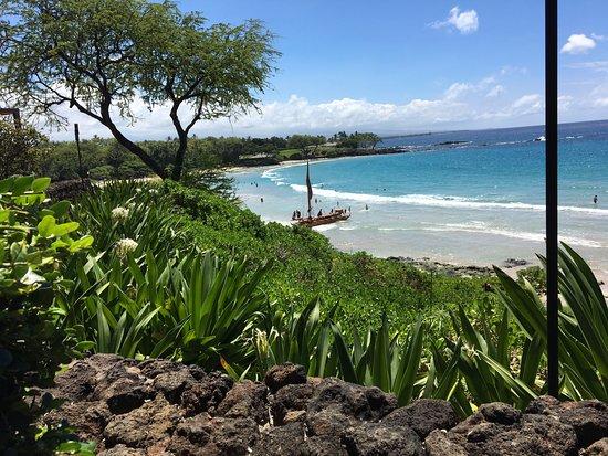 Kohala Coast, HI: The view of the beach from the Mauna Kea Hotel lobby.