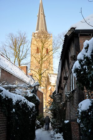 Lochem, Países Bajos: het steegje in de winter..