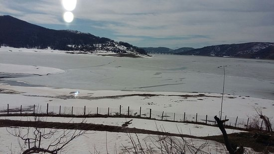 Osteria Del Pescatore: vista dlla finestra sul lago ghiacciato