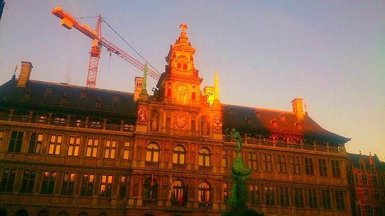 Town Hall (Stadhuis): A crane dramatically modernizes the Town Hall.