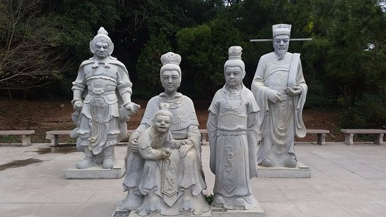 Nan'ao County, China: The 2 gods & mother & two children