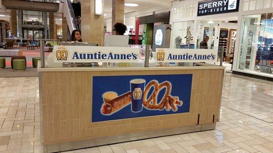 McLean, VA: Auntie Anne's
