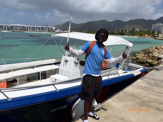 "Simpson Bay, St-Martin/St Maarten : The ""Dive Machine"" and the captain Swany"