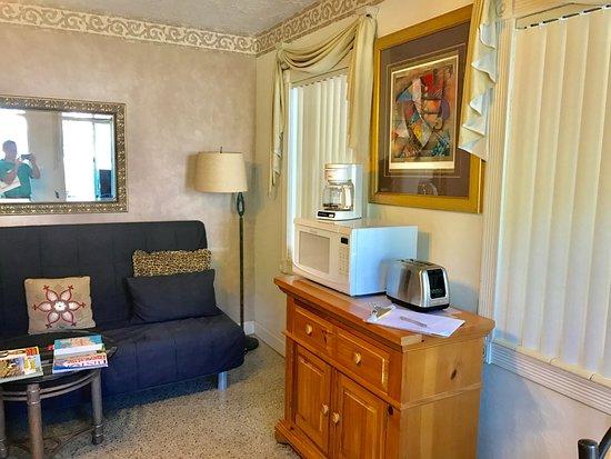 Terrace Park Suites: 1 Bedroom Apartment sitting area