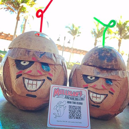 Lake Worth, FL: Coconut Drinks!!! And you get to keep the coconuts!