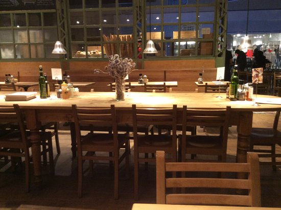 Shared Table Picture Of Le Pain Quotidien Washington DC TripAdvisor - Table restaurant dc
