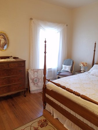 Florence, AZ: Our Victorian Quarters will take you from the cares of today into the quiet of years gone by.