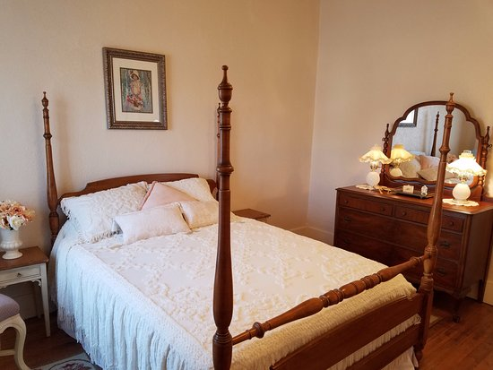Florence, AZ: Decorated with antiques from Grandma's room, this room is warm and inviting.