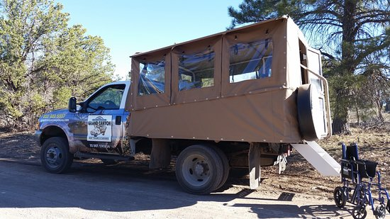 Tusayan, AZ: Shelia was a great tour guide and very accommodating to an elderly guest in a wheelchair. We lea