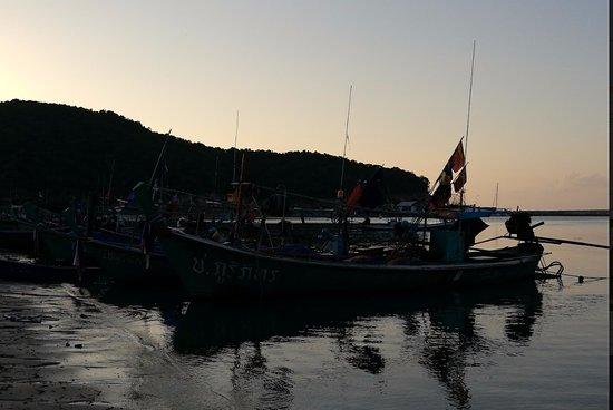 Lipa Noi, Thaïlande : Pêcheurs à proximité