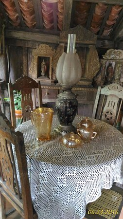 Yap Sandiego Ancestral House : coffee table for four.