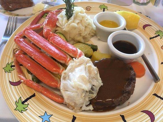 Star of Honolulu - Dinner and Whale Watch Cruises: 蟹は食べ放題!テーブルまでおかわりを持ってきてくれます。