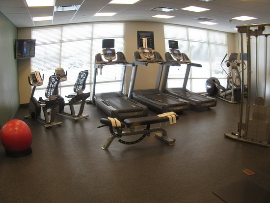 Hampton Inn & Suites Rochester / Henrietta: Exercise room well equipped.