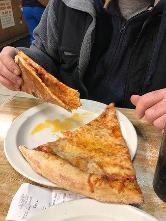 Sidney, NY: Very greasy pizza...drip, drip,drip.