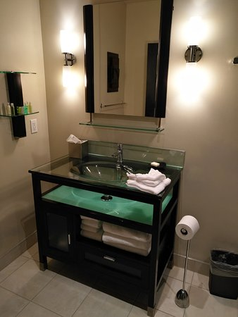 Sterling Inn & Spa: The glass basin