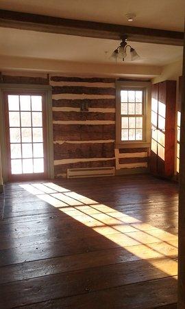 Lehighton, PA: cabin style common area