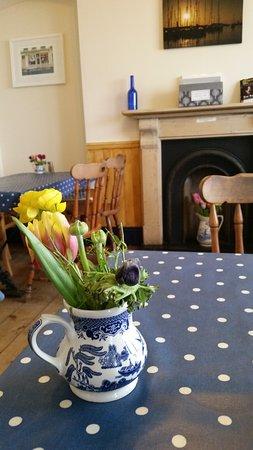 Castel, UK: Table setting