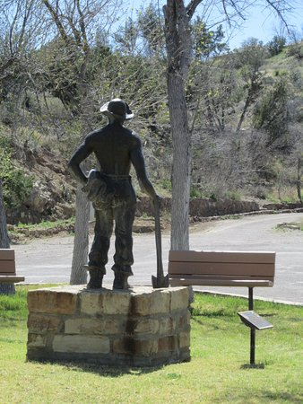 Elephant Butte, Nuevo Mexico: Statue of CCC worker.