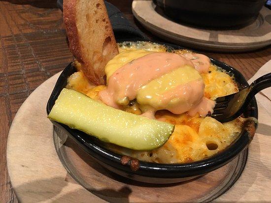 MACS- Macaroni and Cheese Shop: Super Indulgent!