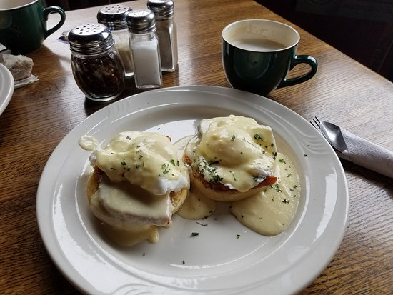 Weston, Μιζούρι: Fantastic eggs benedict for $8 (I couldn't buy the ingredients for that)