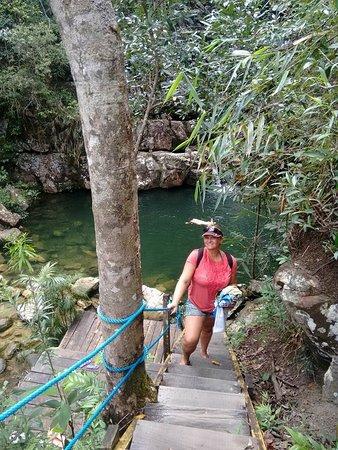 Cachoeira Loquinhas: Acesso aos poços são por escadas
