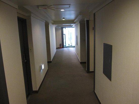 Hotel Angel: エレベーターから廊下