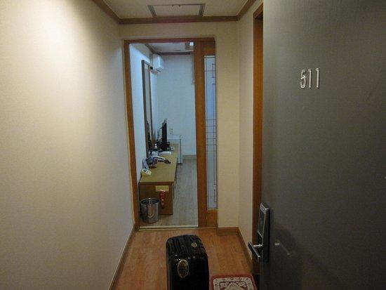 Hotel Angel: 部屋・入口から
