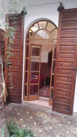 Riad Sable Chaud: Door to Bedroom
