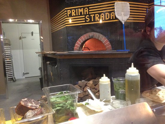 Cobble Hill, Canadá: PIzzeria Prima Strada has arrived in Cowichan Bay!