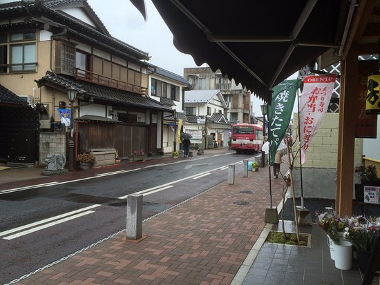 Naritasan Omote Sando: Rypical View Down The Street