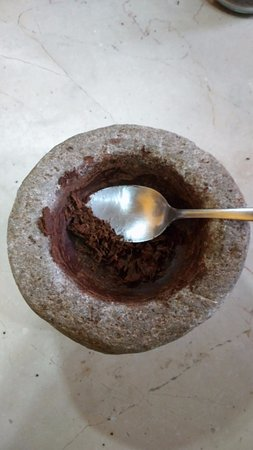 ChocoMuseo: making paste by mortar and pestle