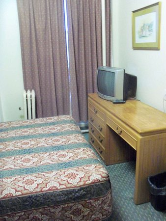 Patricia Hotel: Basic rooms, but quite acceptable.