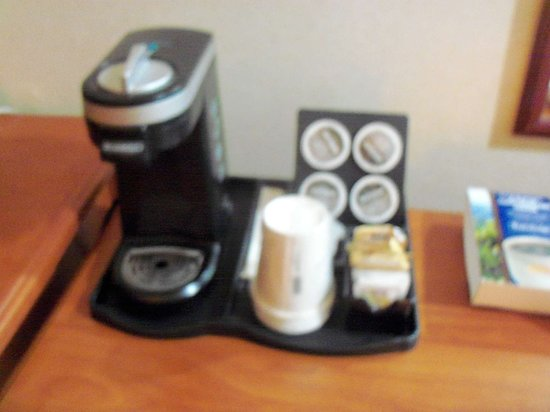 Travelodge Langley City : Pod coffee available for those who cannot do without!