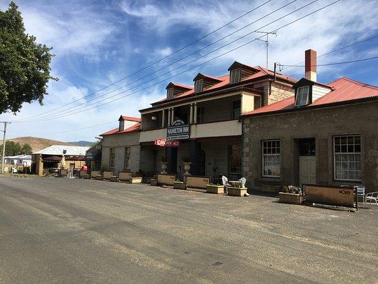 Hamilton Inn Hotel and Cafe