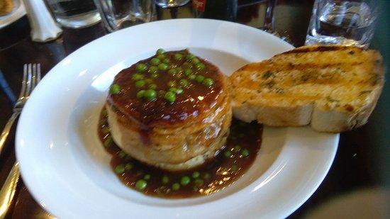 The Bog Irish Bar : Beef Peas and gravy Pie