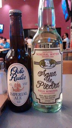 Sierra Madre Brewing Co. : Cerveza artesanal y agua mineral adicionales en cada mesa