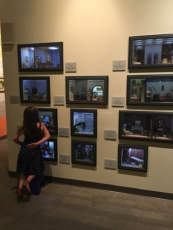 The Mini Time Machine Museum of Miniatures: photo0.jpg