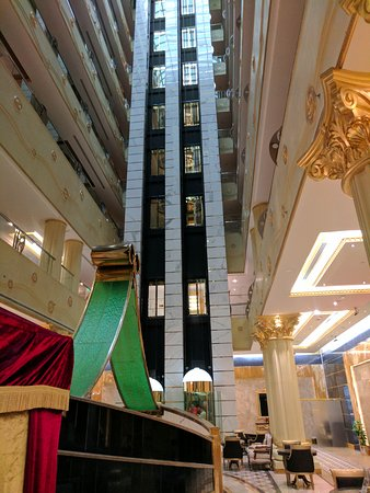 Grand Excelsior Hotel Al Barsha: Cruise ship aesthetic in the lobby.
