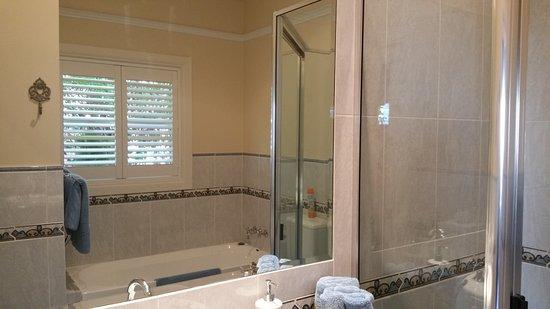Lismore, Australia: Blue Bathroom