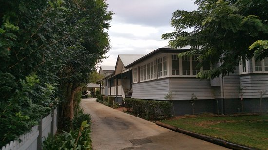 Lismore, أستراليا: Driveway to car park 