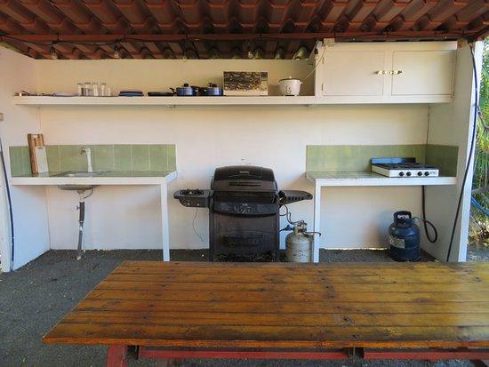 Brasilito, Costa Rica: Outdoor Rancho and shared kitchen, barbecue