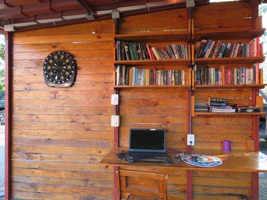 Brasilito, Costa Rica: Public Computer and book library