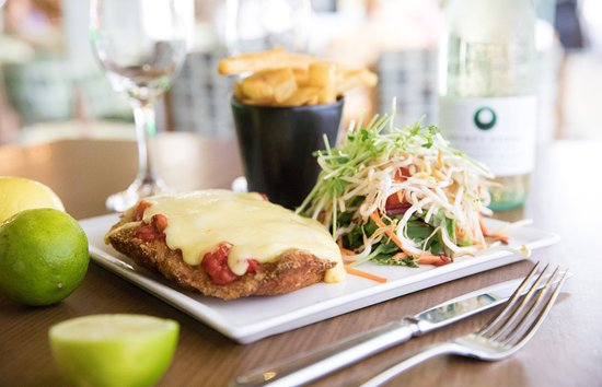 Helensvale, ออสเตรเลีย: You can't go past classic favourites like the parmy.