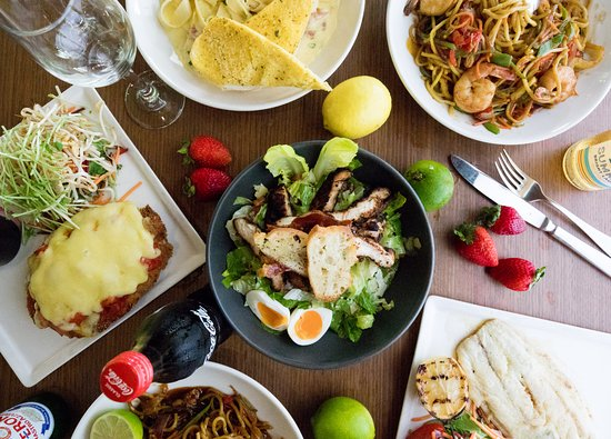 Helensvale, ออสเตรเลีย: Chef's Value Lunches from only $10 Monday - Saturday..