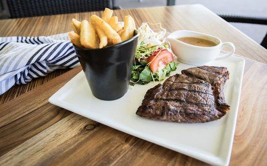 Helensvale, ออสเตรเลีย: Steak nights are always popular with members & guests.